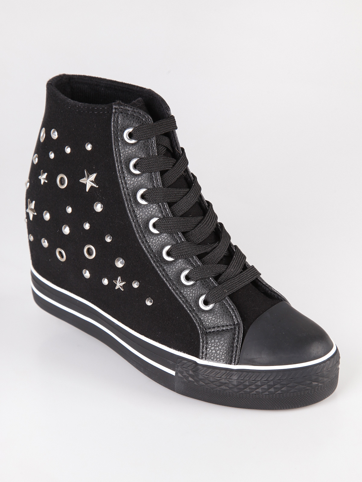Sneakers High With Studs