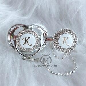 Image 2 - MIYOCAR conjunto con rizador de chupete y chupete bonito ostentoso, letras iniciales K, libre de BPA diseño único, LK