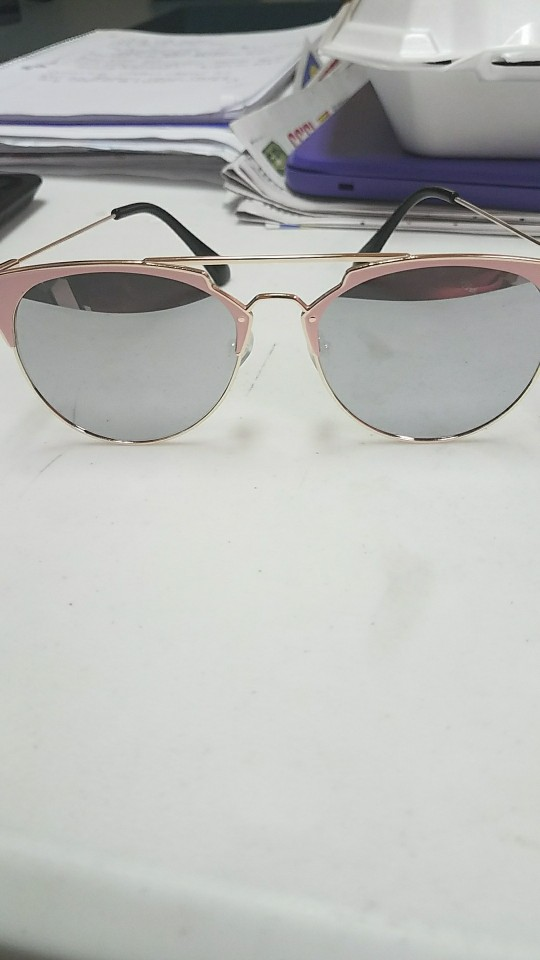 Chic and Delicate Vintage Sunnies photo review