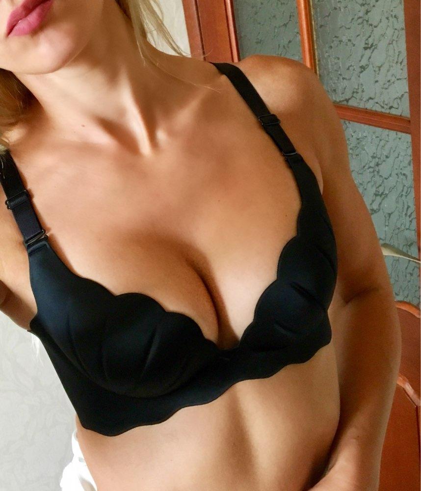 любительское фото груди девушки в лифчике