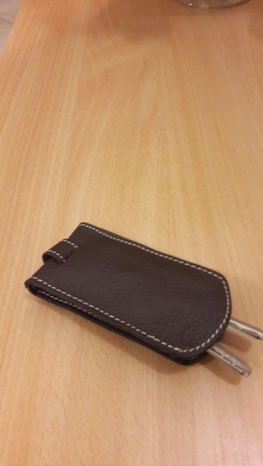 BYCOBECY Genuine Leather Smart Key Holder Car Key Wallet Organizer Car Key Housekeeper Bag Covers Hasp Key Case photo review