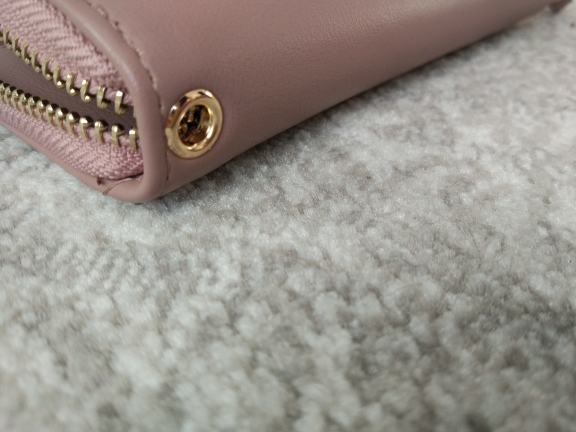 сумочка женщин; игрушка Кот; прослушка сотовых телефонов;