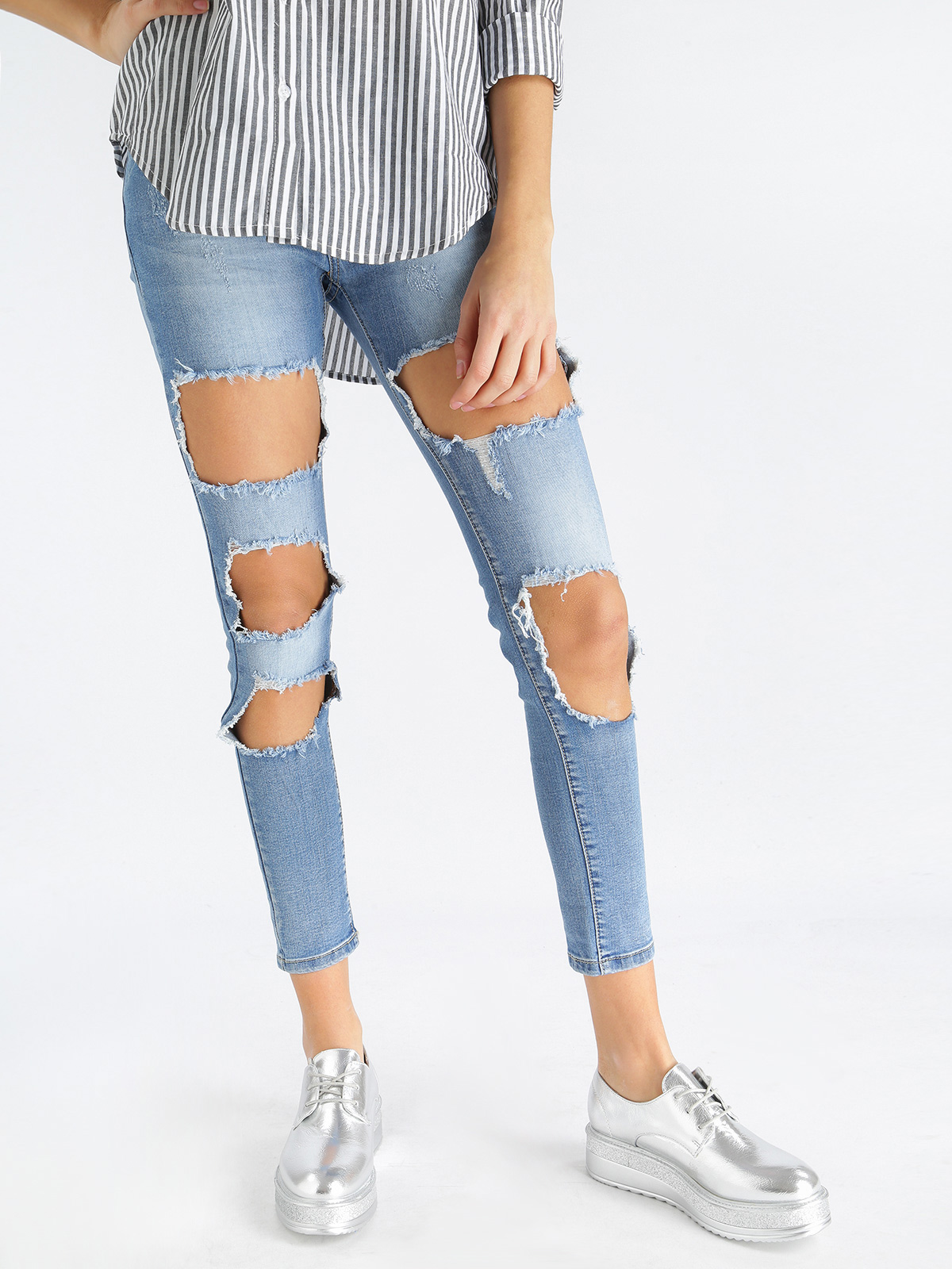 Woman Low-waist Ripped Jeans