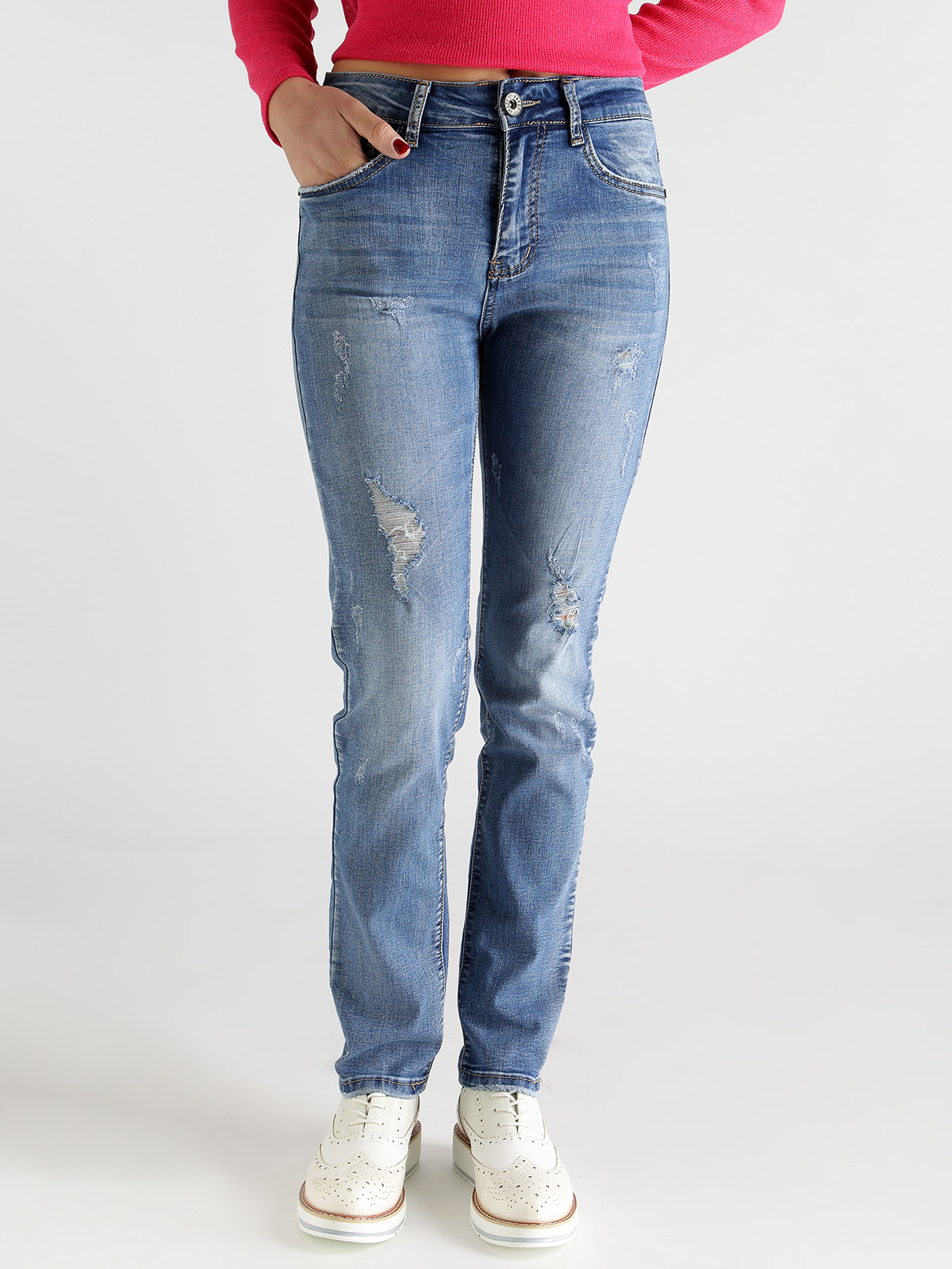 Woman Loose Ripped Jeans