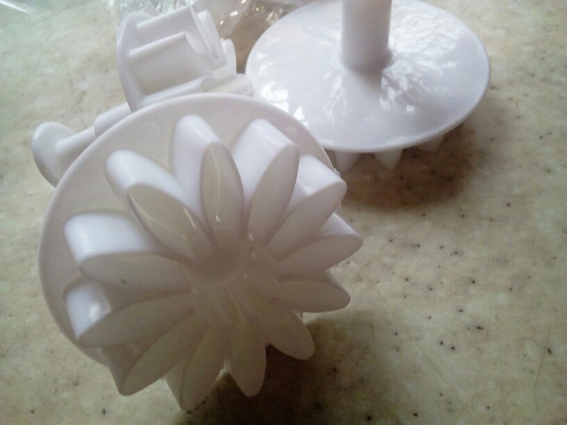 33pcs/set Plastic Flower Fondant Cake Decorating Tools Sugarcraft Plunger Cutter Baking Cookies Mold