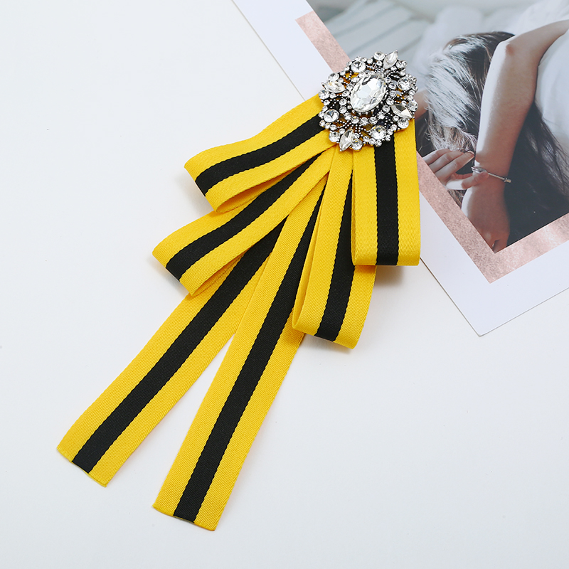 c68bd6d1a0c 2018 Sweet Ladies Bow Brooch Pins Ribbon Lace Rhinestone Princess Corsage  Neck Tie Party Fashion Jewelry Brooches Accessories -in Brooches from  Jewelry ...
