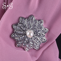 2018 new fashion round flower Women Magnet Brooch Exquisite Rhinestone Brooches Muslim Style Scarf Round Brooch High Quality