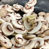 鲜菇菌滑肉米线,菌汤浓郁,鲜香味美,满口留香!的做法图解2
