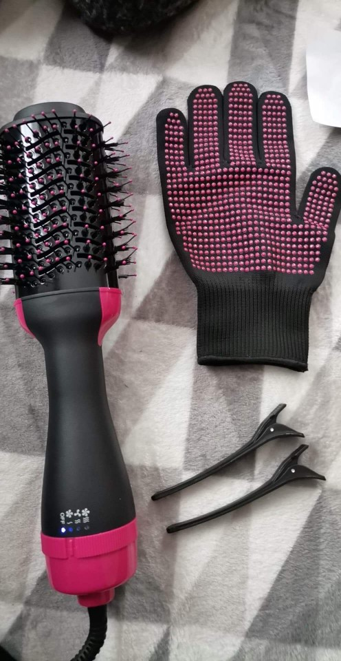 Chignon 1000W Hot Air Hair Dryer, Styler and Volumizer - Hair Straightener Curler Comb photo review
