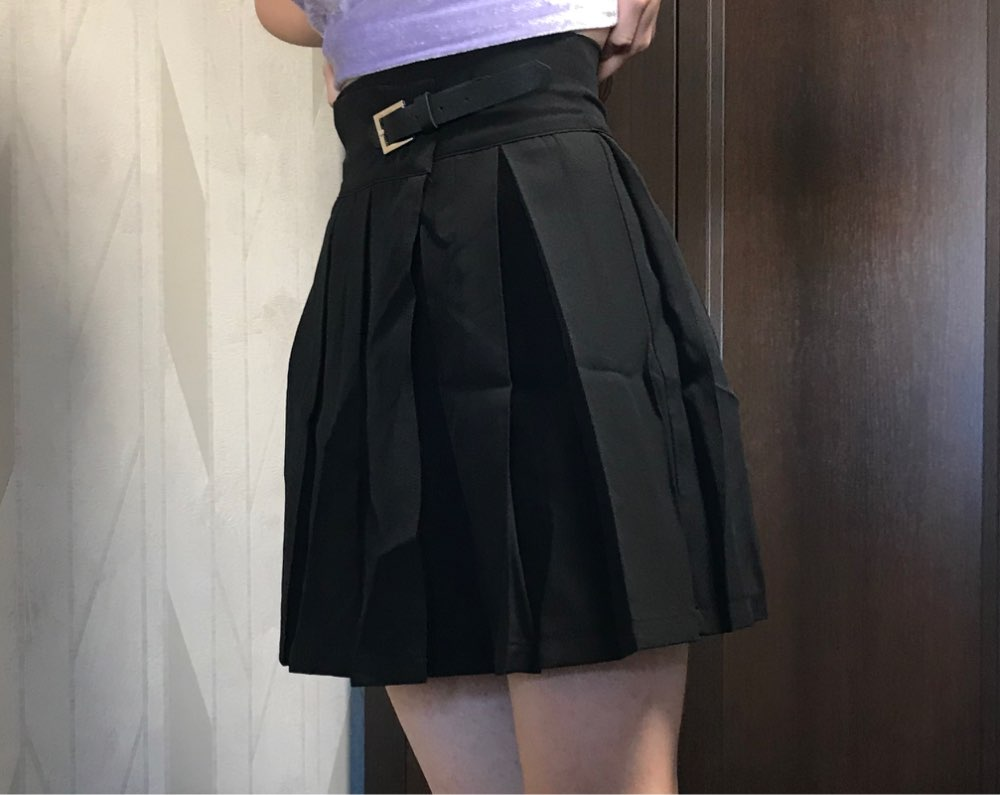 Gothic High Waist Pleated Skirts Women Punk School Style Ruched Black Pleated Mini Skirts Buckle Streetwear Spring photo review