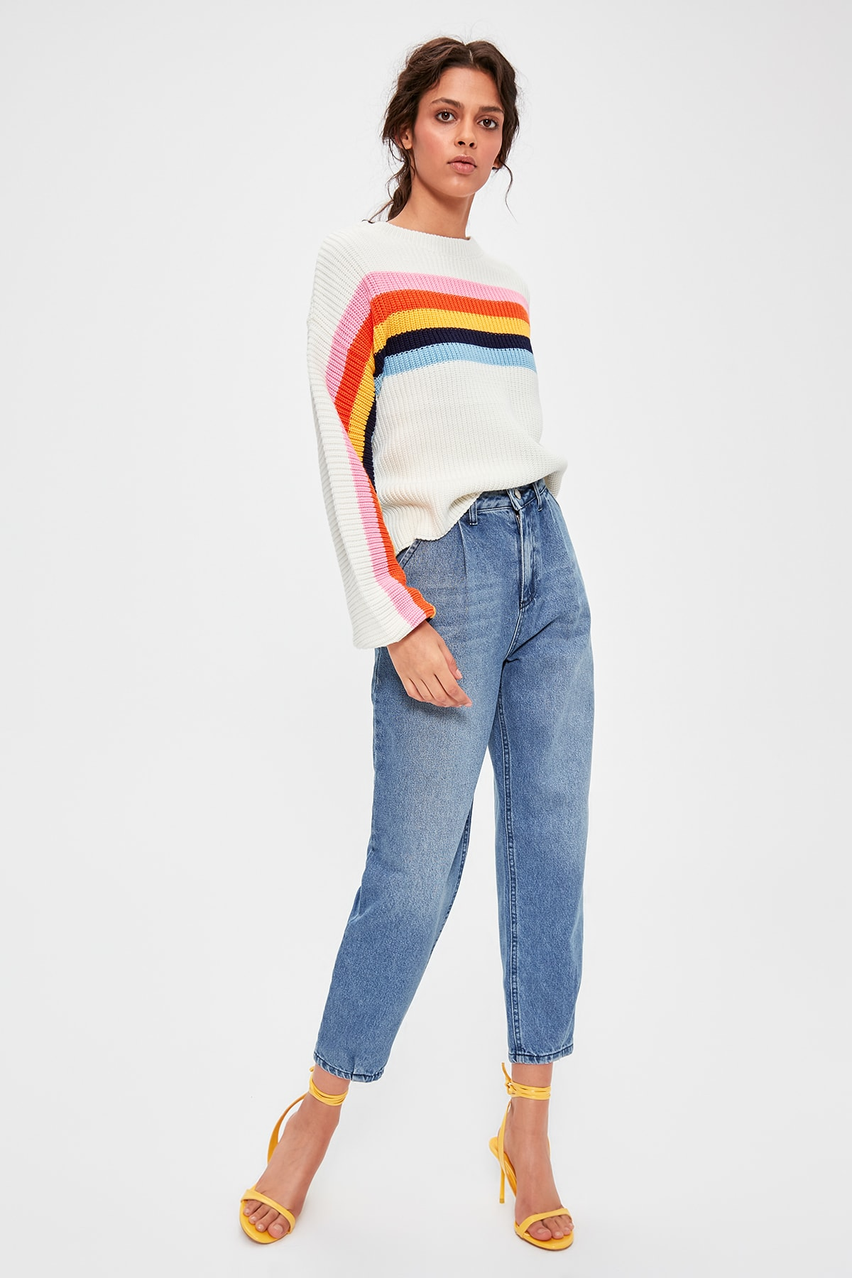 Trendyol Blue Pleated High Waist Mom Jeans TWOAW20JE0195