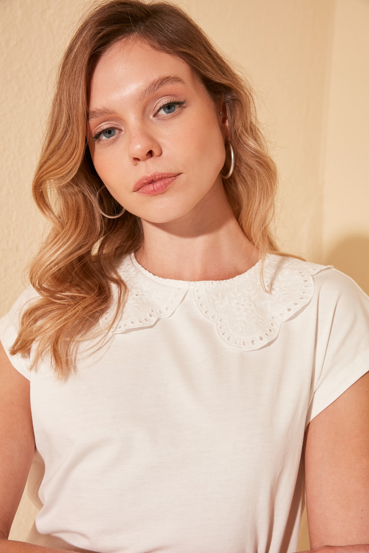 Trendyol Embroideries Collar Ruched Detail On Knitted Blouse TWOSS20BZ1202