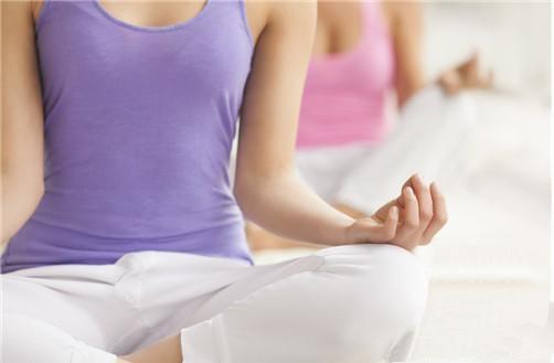 练习瑜伽最主要的是进行练习呼吸的方法 正确的瑜伽呼吸法-养生法典