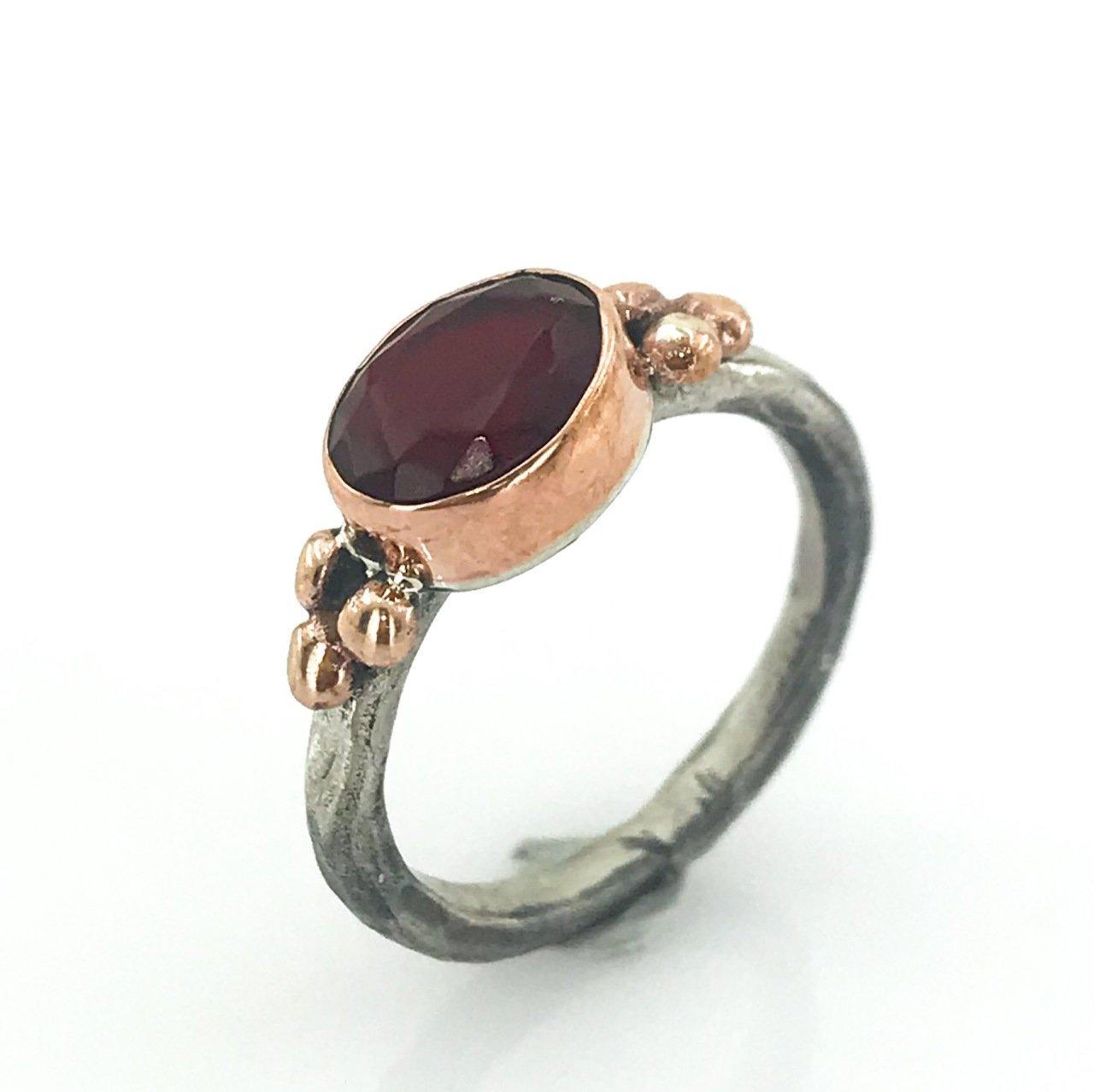 Bague en argent de fabrication à la main authentique en pierre rubis minimale