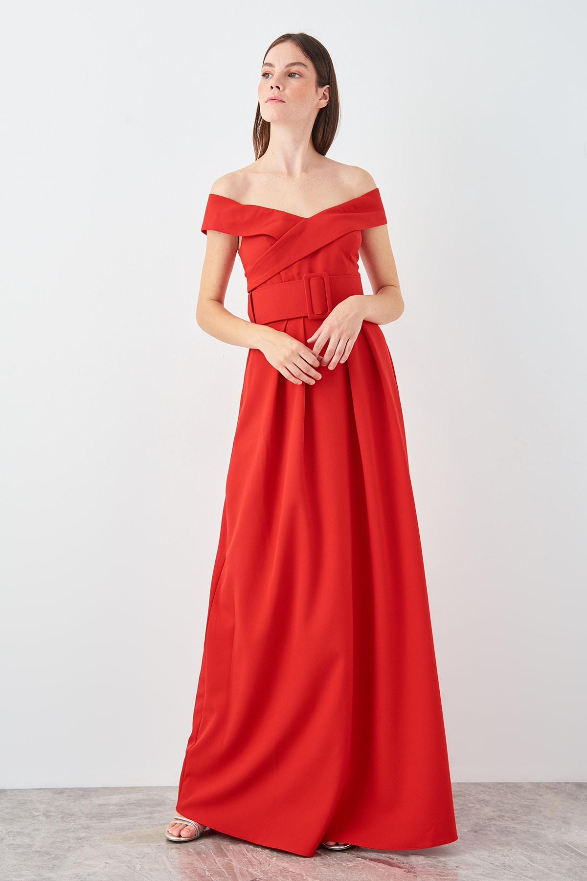 Trendyol Red Arched Carmen Collar Evening Dress TPRSS19AE0140