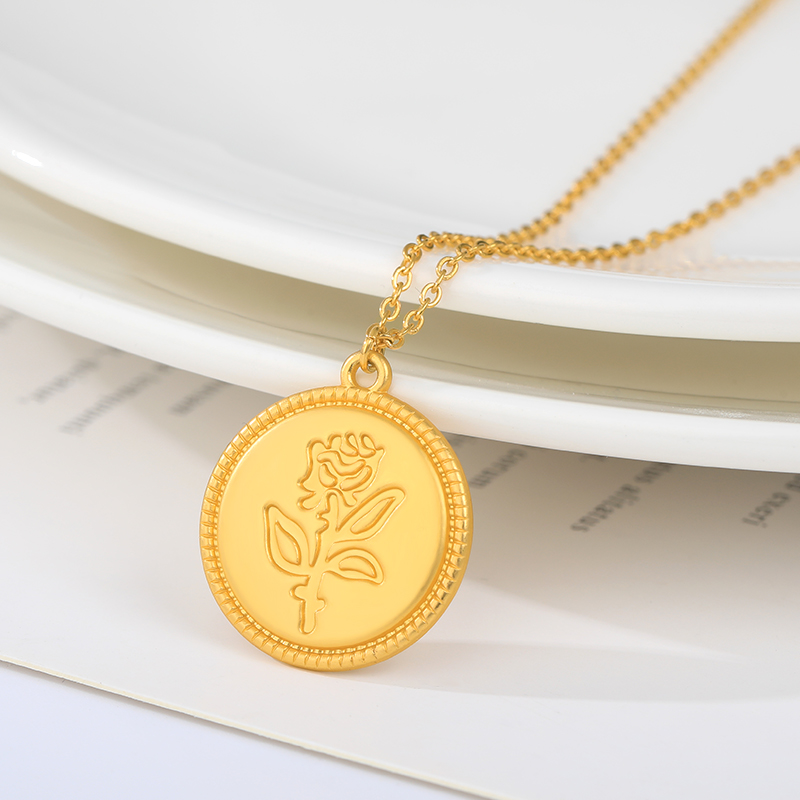 Rose Necklace Gold Stainless Steel Round Pendant Collar HandCarved Exquisite Rose Pattern Necklace Friends Couple Jewelry