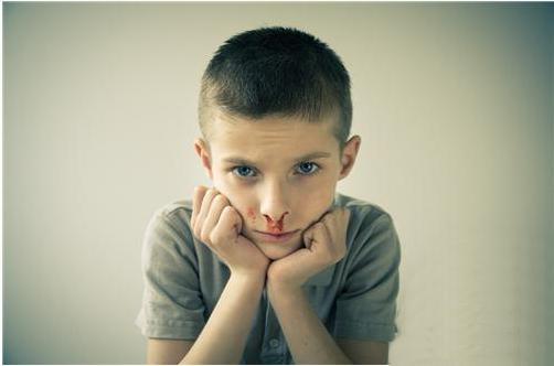 儿童出现在睡觉时流鼻血的具体分析和处理办法-养生法典