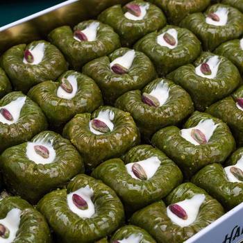 Tradycyjny świeży pyszny turecki padishah baklawa z pistacją Deser Baklava turecka znana marka Baklava pistacja tanie i dobre opinie HAFIZ MUSTAFA TR (pochodzenie) Gotowanie pochodnie Deser narzędzia