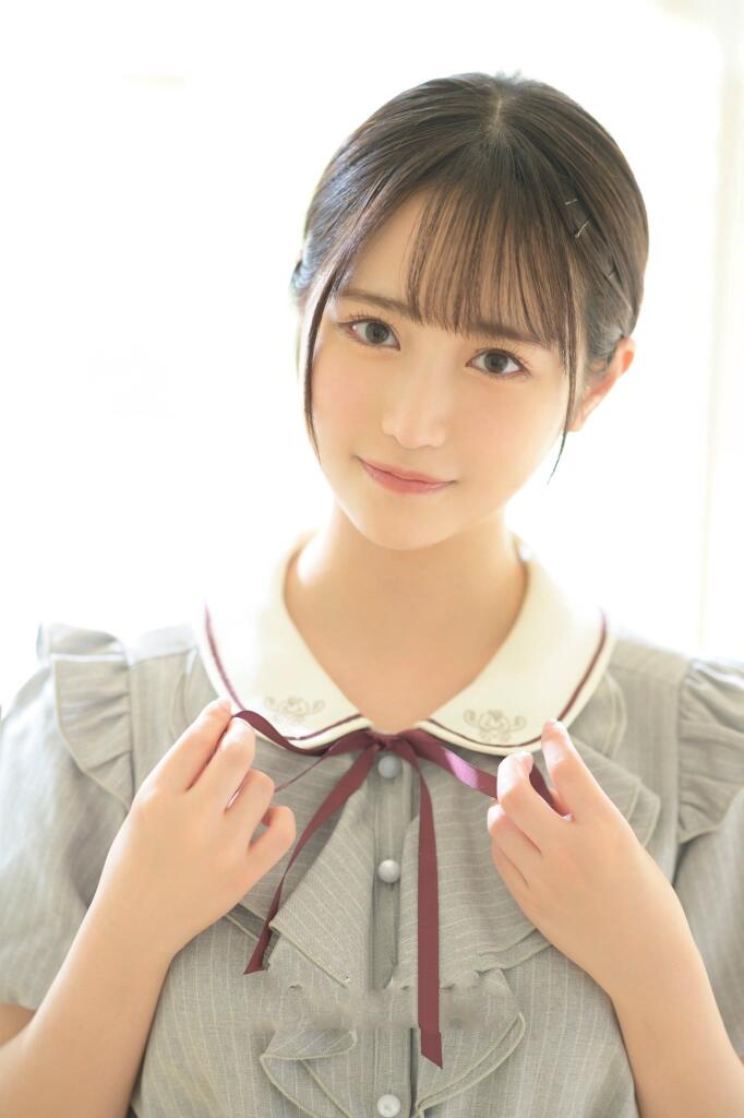 18岁的小野六花出道,清纯型女友