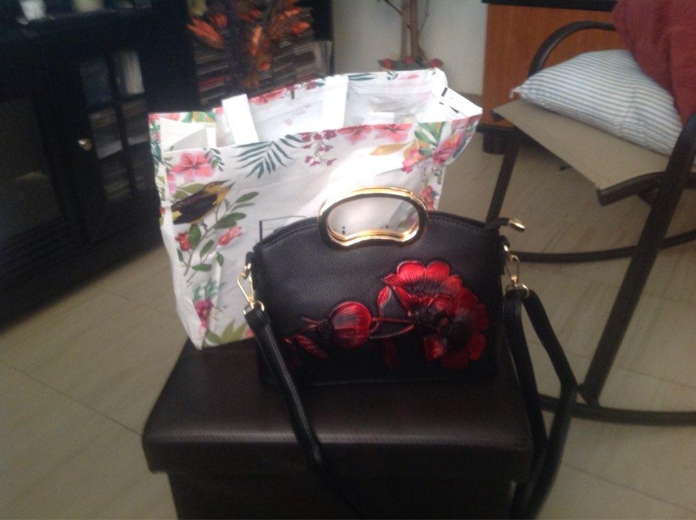 -- Mulheres Flores Bolsas
