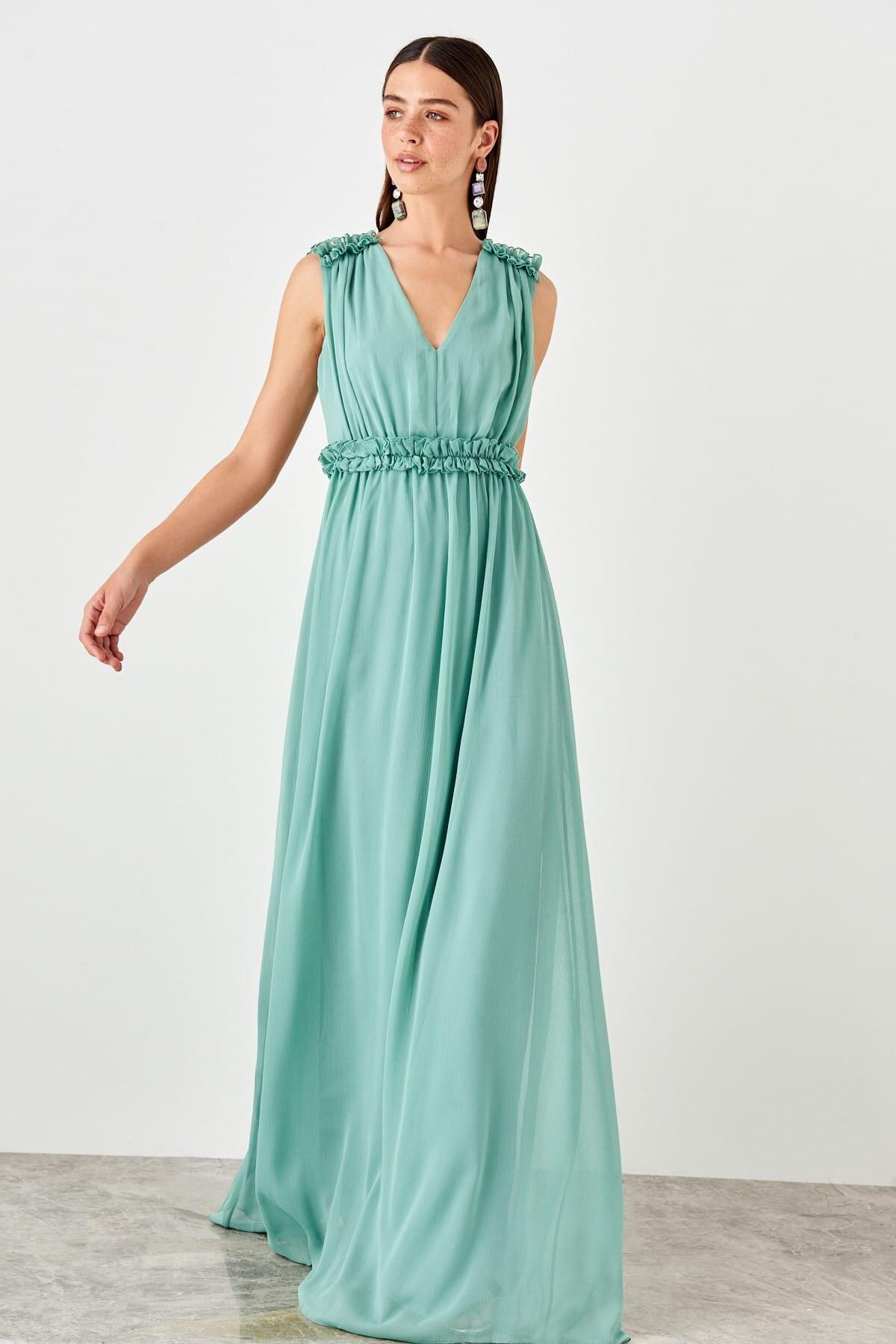 Trendyol Shoulder Detail Evening Dress TPRSS19FZ0358