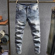 Włoski styl modne dżinsy męskie światło Retro niebieskie elastyczne Slim Fit casualowe spodnie jeansowe Vintage Designer Stretch długie spodnie tanie tanio Balplein CN (pochodzenie) Zipper fly Kieszenie Stałe Denim DFY-602 Ołówek spodnie Medium Szczupła Midweight Pełnej długości