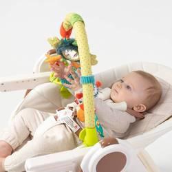330670, arc avec des jouets heureux bébé