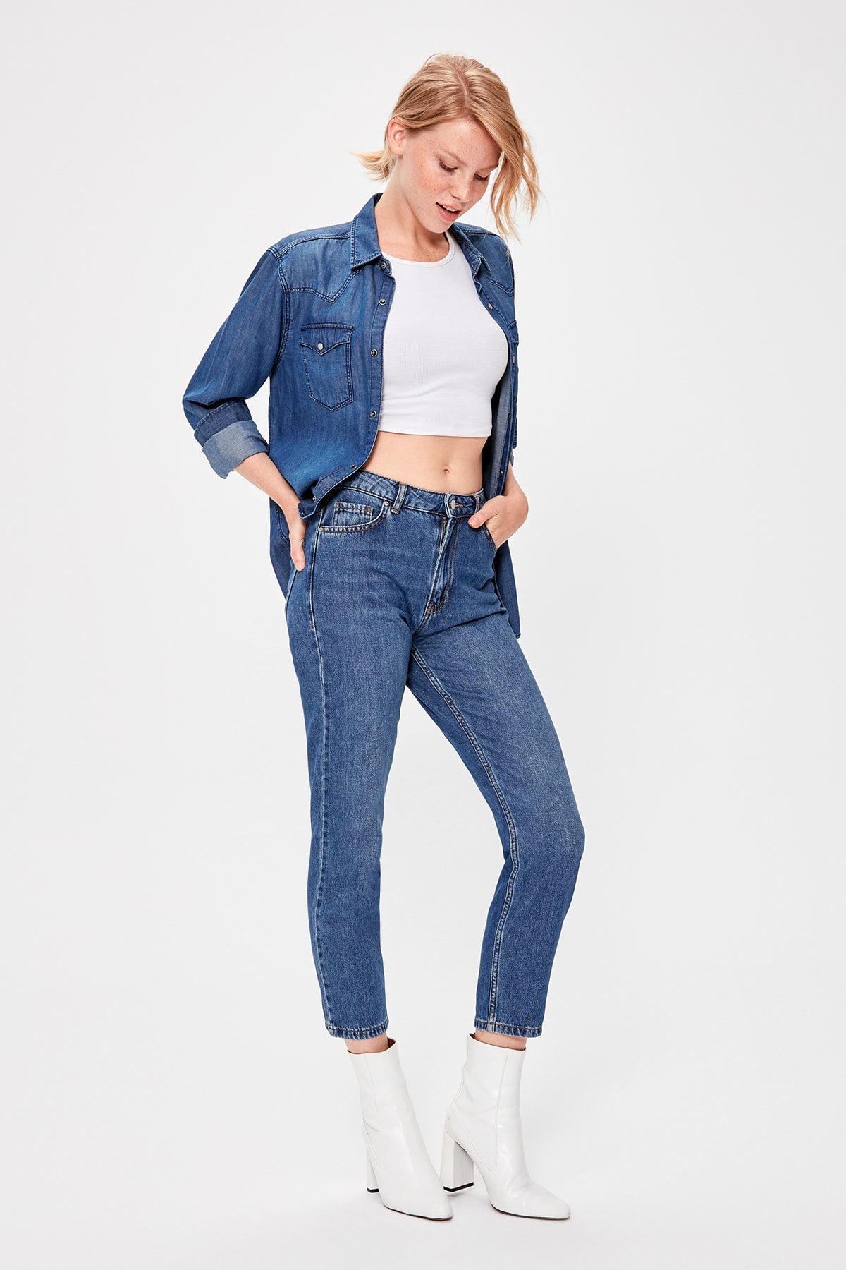 Trendyol Blue Back Pocket Effect High Bel Mom Jeans TWOAW20JE0087