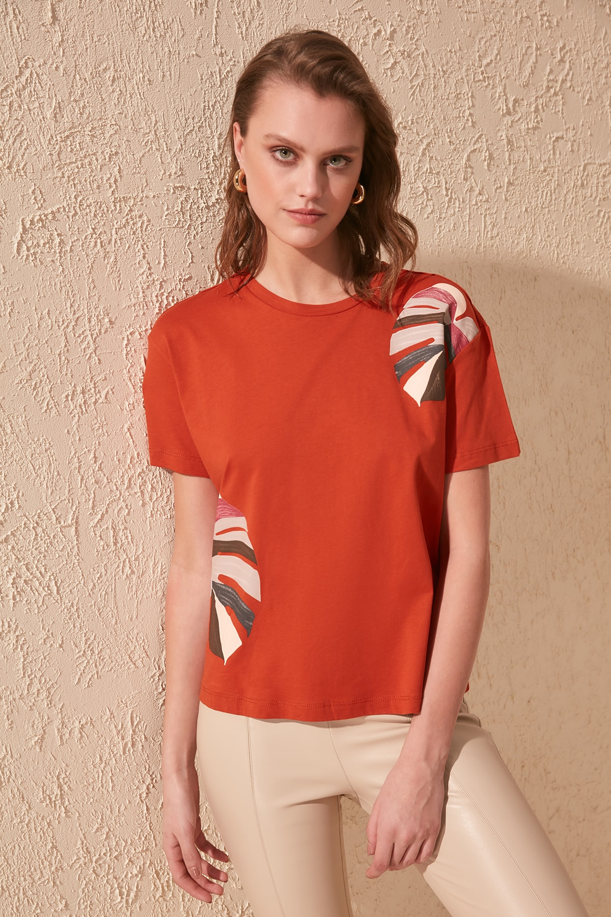 Trendyol Printed Semi-Fitted Knitted T-Shirt TWOSS20TS0703