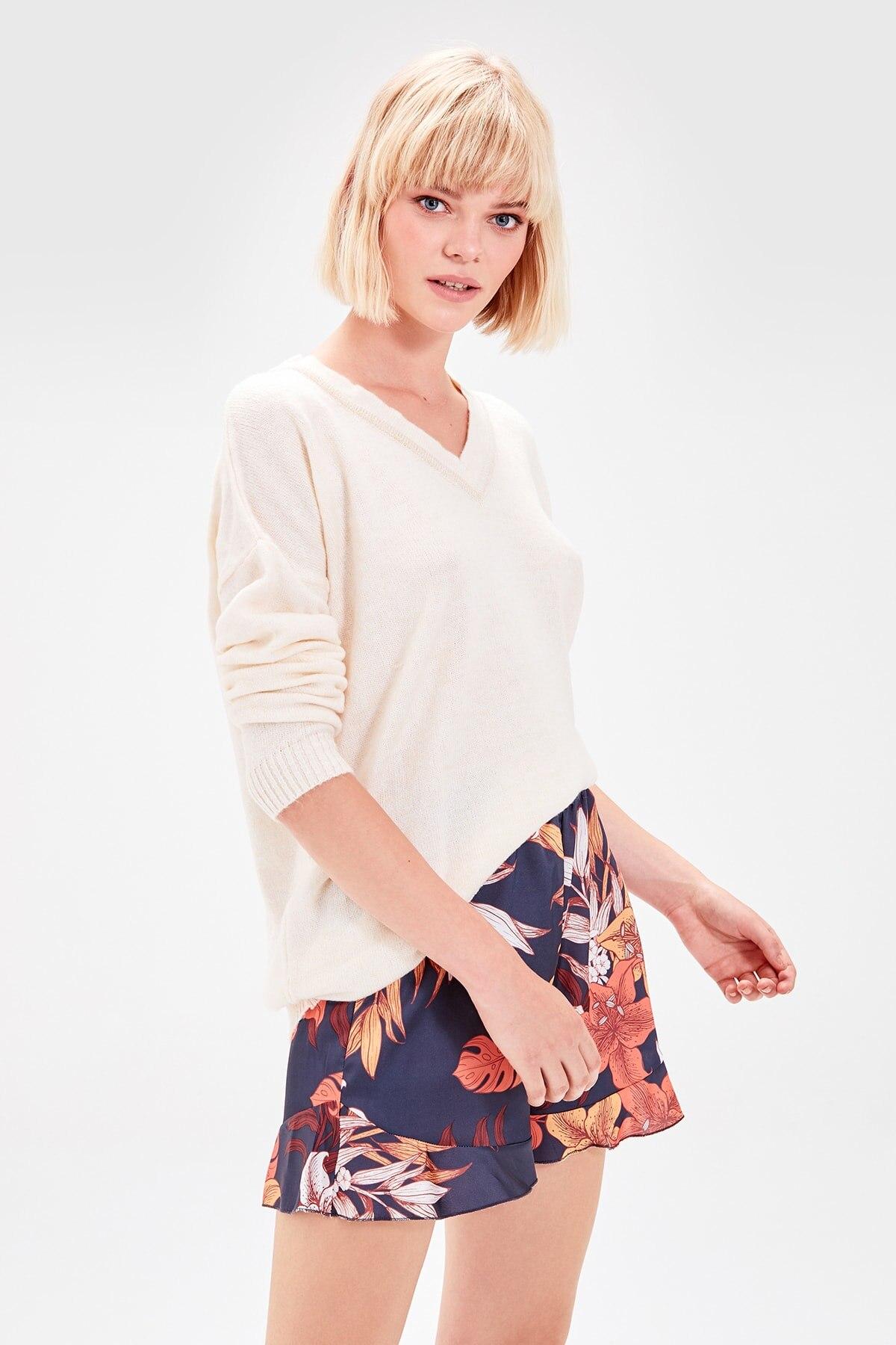 Trendyol Floral Prints Shorts TWOAW20SR0010