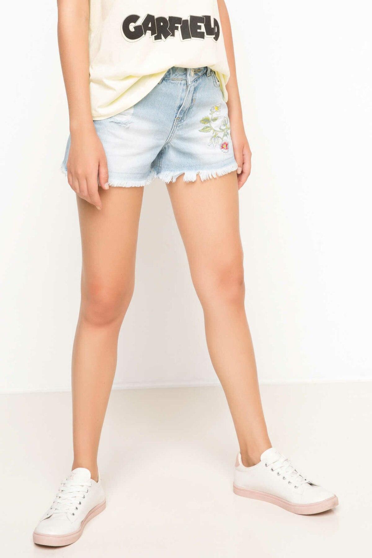 DeFacto Women Joker Worn Blue Mid-Waist Pencil Denim Solid Shorts High Street Simple Jeans Shorts Women-H9284AZ17HS