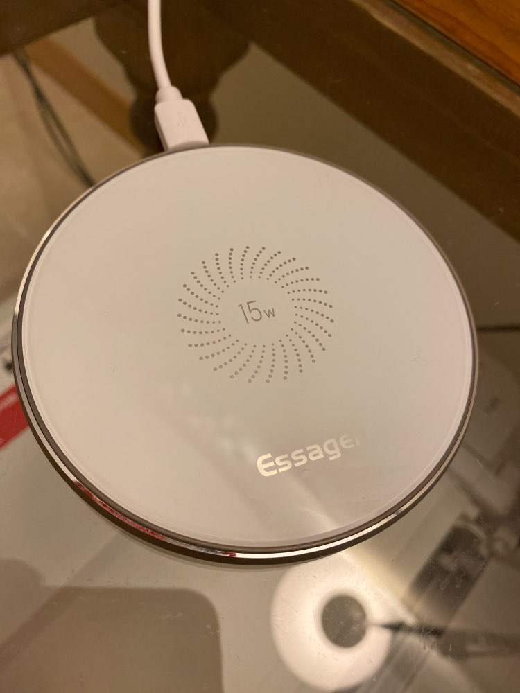 Glossy Design Wireless Phone Charger photo review