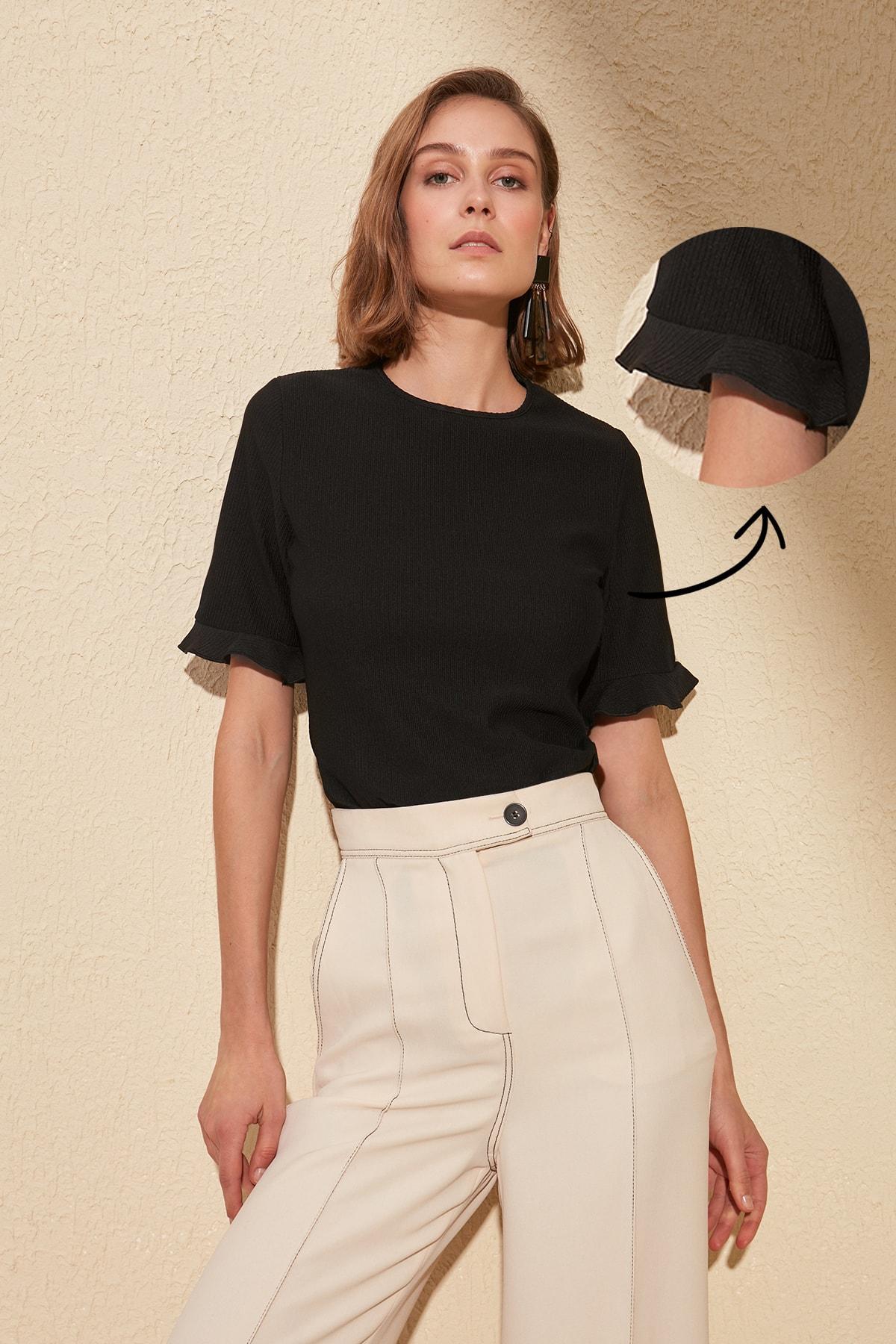 Trendyol Ruffle Detail Knitted Blouse TWOSS20BZ0333