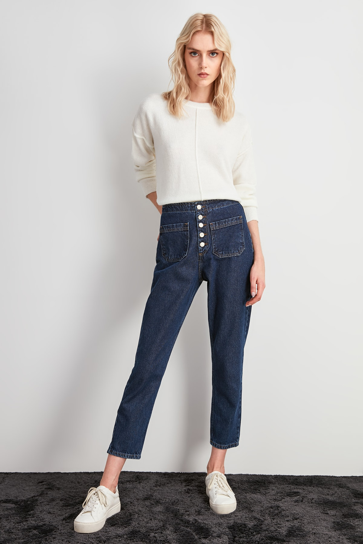 Trendyol Front Button High Waist Mom Jeans TWOAW20JE0287
