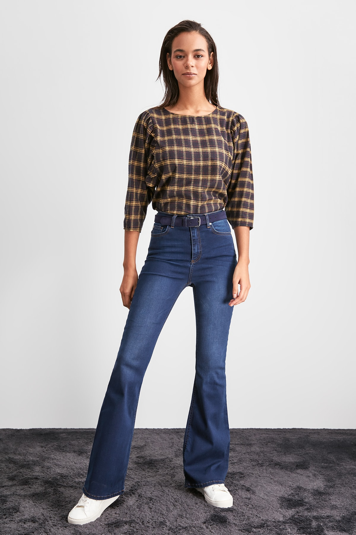 Trendyol High Waist Flare Jeans TWOAW20JE0378
