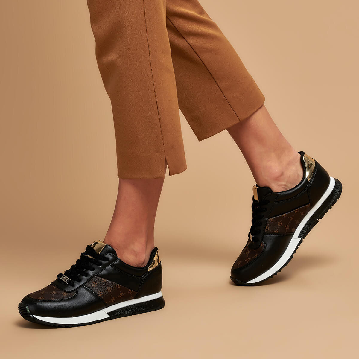 FLO S1116-6 Black Women 'S Sneaker Shoes BUTIGO