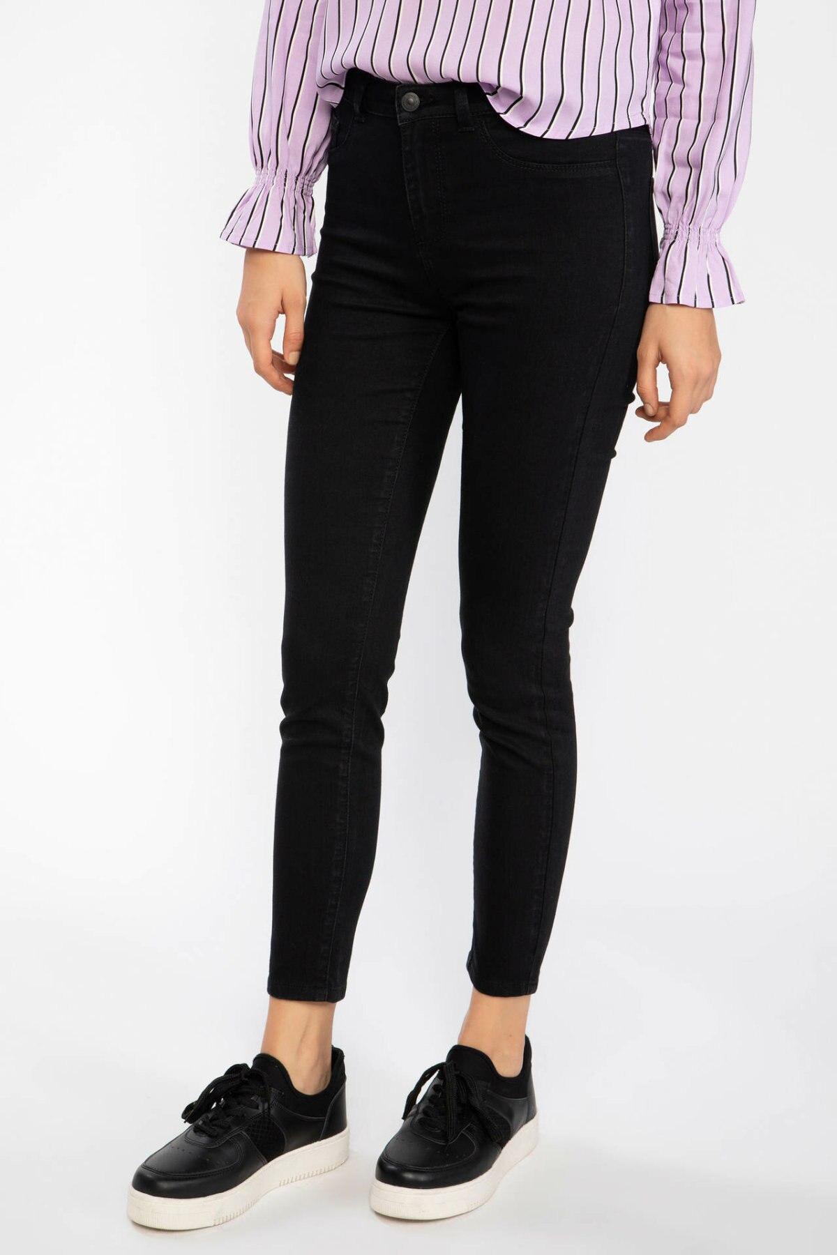 DeFacto Women Light Blue Pencil Denim Jeans Mid-Waist Women Casual Ankle-Length Denim Trousers Slim Pants J0826AZ19SPNM63-J0826AZ19SP