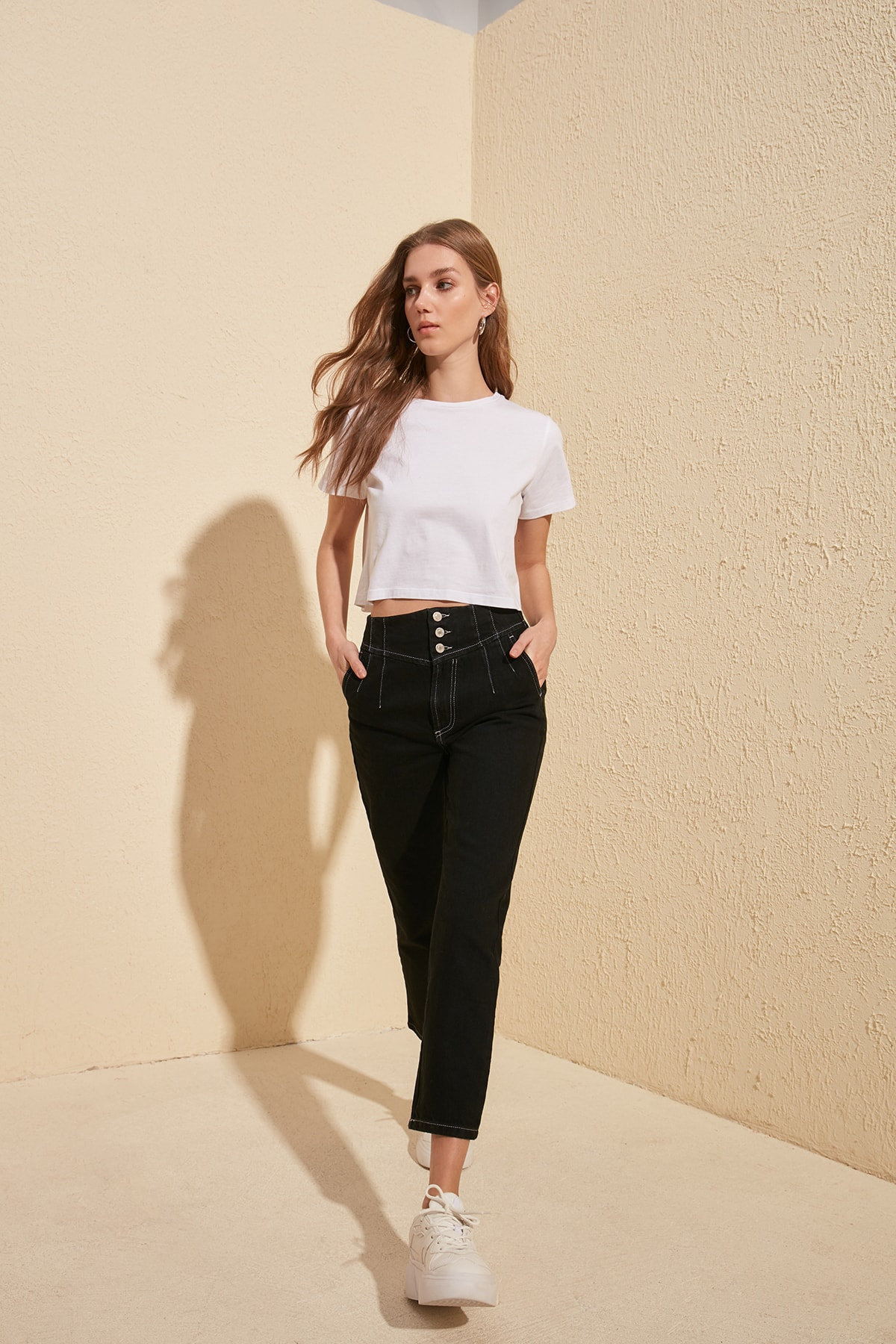 Trendyol Contrast Stitching Button Detail High Bel Mom Jeans TWOSS20JE0182