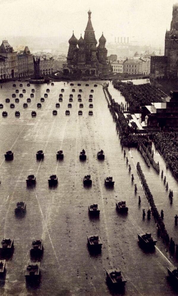 《十月革命》封面图片