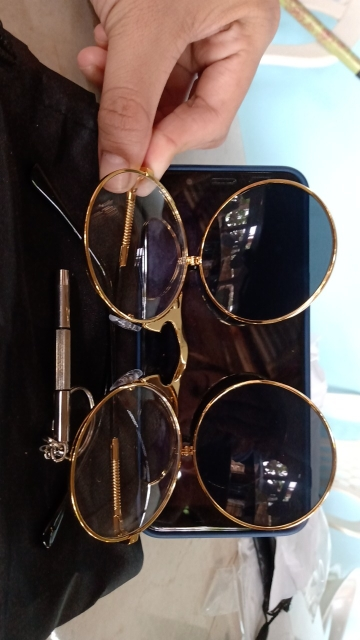 AOOYOWEILY Steampunk Round Metal Vintage Sunglasses for Women photo review