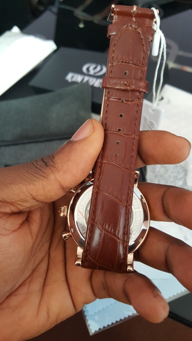 -- Kinyued Superior Relógios