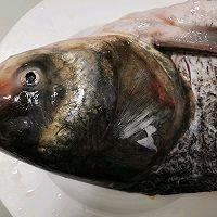 超级简单美味剁椒鱼头的做法图解1