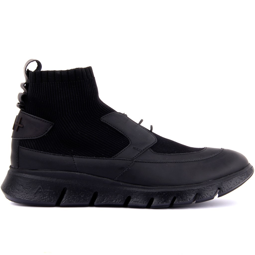 Special-Edition Black Leather Step-in Male Sneaker