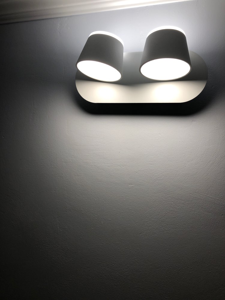 -- Branco Luminária Moderna