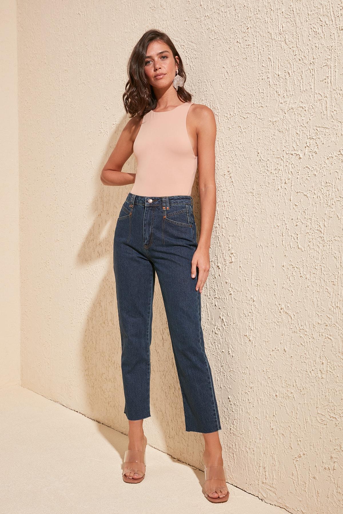 Trendyol Pocket Detail High Bel Mom Jeans TWOSS20JE0183