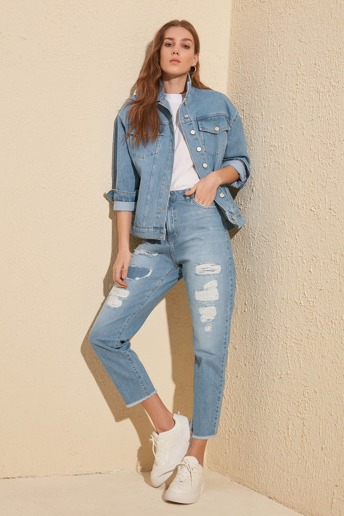 Trendyol Patch Detailed High Bel Mom Jeans TWOSS20JE0011
