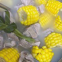 玉米排骨汤的做法图解10