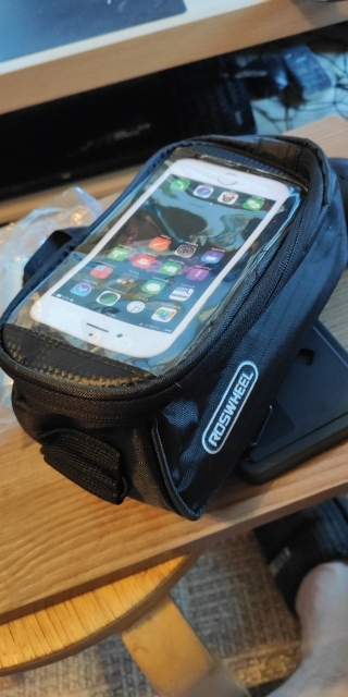 Water-Resistant Colorful PU/PVC Bicycle Bag with Phone Holder photo review
