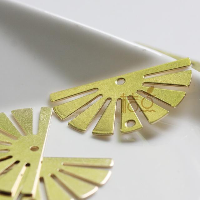 6 sztuk surowego mosiądzu pół słońca urok z 2 otworami-35x20mm (4385C-Q-24) tanie i dobre opinie Ze stopu miedzi moda Metal Charms