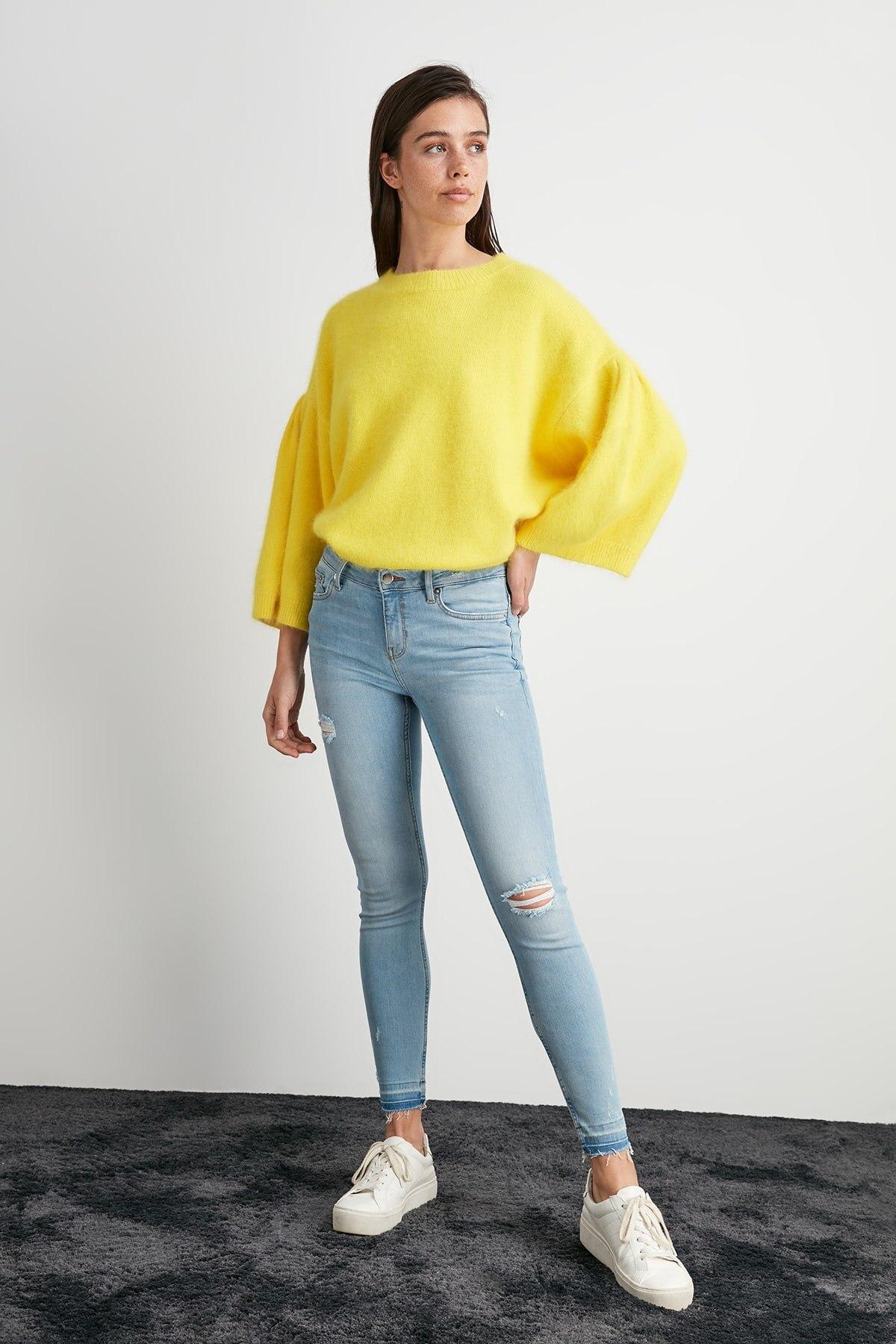 Trendyol Yırtıklı Normal Waist Skinny Jeans TWOAW20JE0467